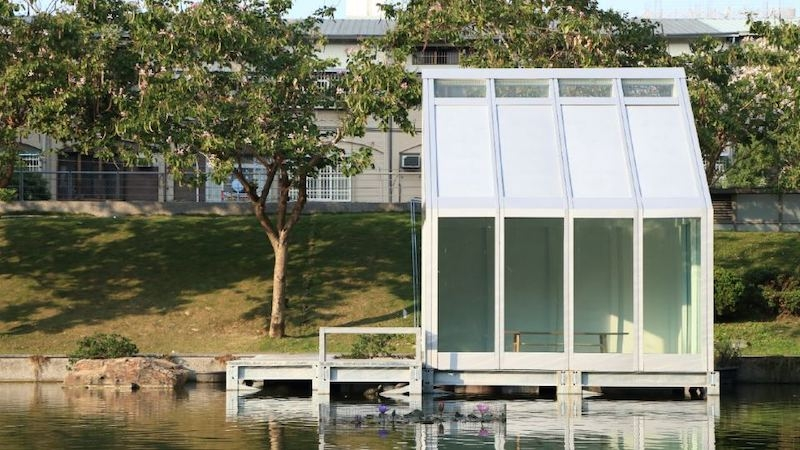 A test house for water-filled glass