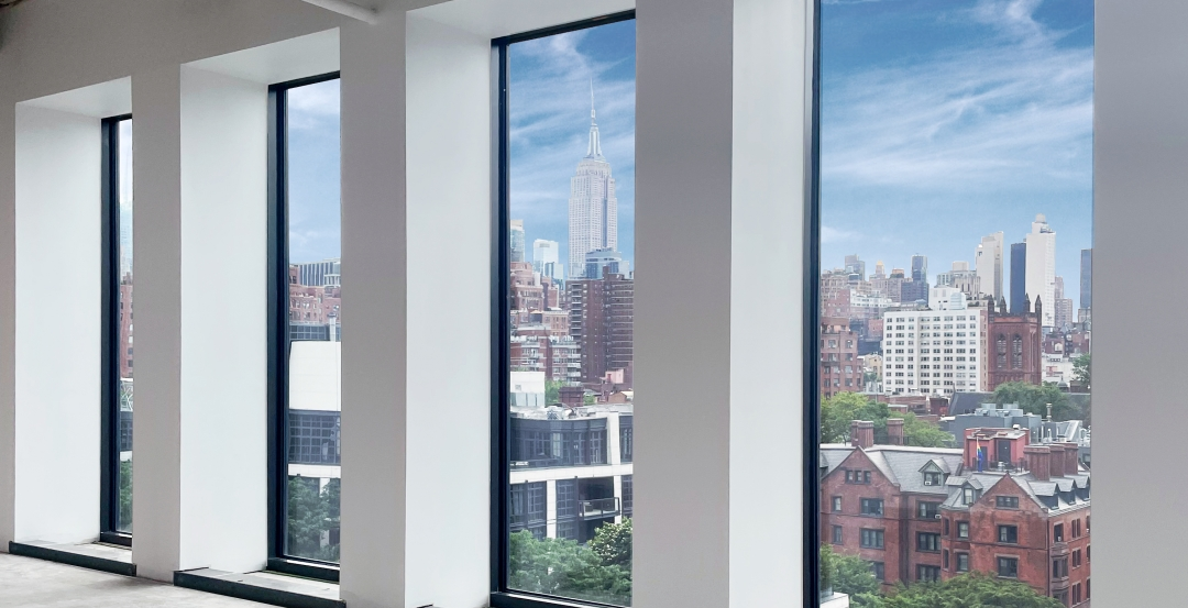 SuperLite II-XLB 120 with low-iron glass offers clear views of the New York City skyline in a zero lot line. Each individual panel has a clear view size of 11 ft. tall by 5 ft. wide. This is the largest tested and listed size of any 2 hour fire resistive glazing today.