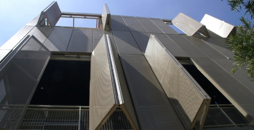 5 Novel Architectural Applications For Metal Mesh Screen